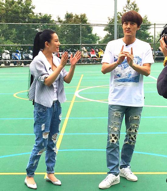 《中韩时尚王》取景 最美设计师兰玉献篮球体验