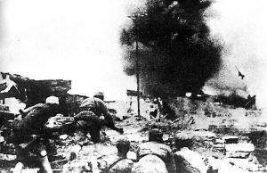 1943年11月,中国军队在常德会战中与日军激战。
