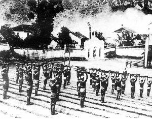 1943年10月,中国远征军第二次入缅作战。图为在云南新凯附近加紧训练的远征军。