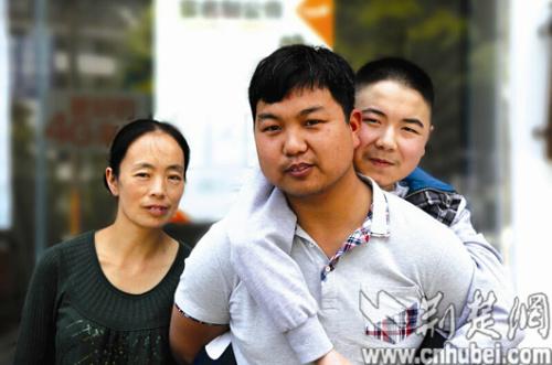 70后嫂子带着重病儿子改嫁80后小叔子(图)