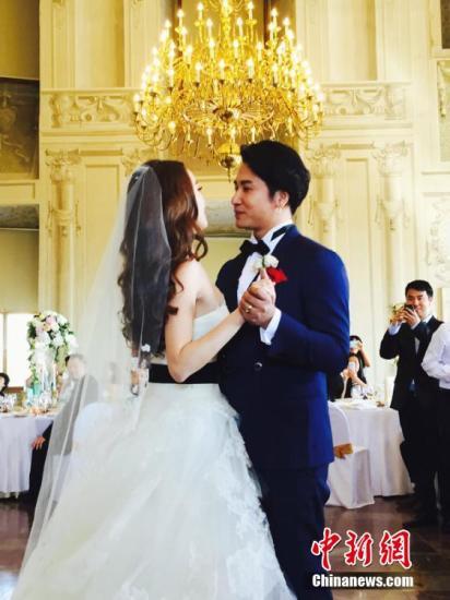 欧弟回忆浪漫婚礼大呼感动:我的眼泪是用喷的(图)