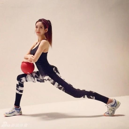 韩国美女健身教练艺正花火辣私照