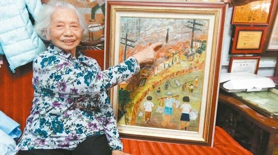 86岁老人执画笔重现二战美军轰炸嘉义闹市(图)