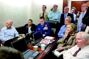 本・拉登被击毙当日,奥巴马等人观看现场直播。(资料图片)