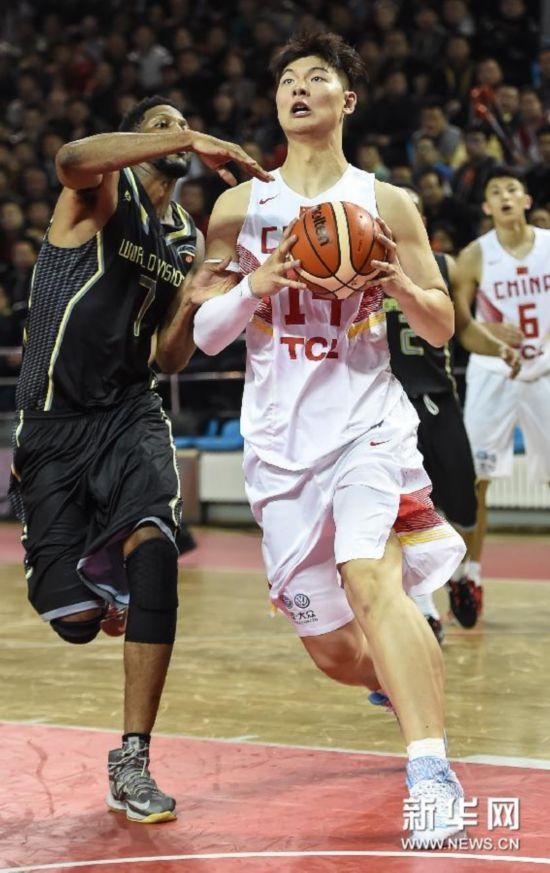 (体育)(1)篮球――中美对抗赛:中国男篮胜美国职业联队