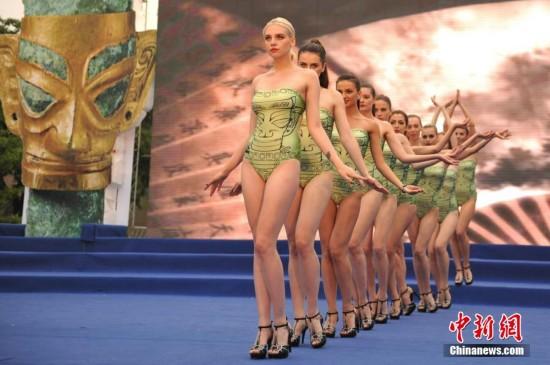 世界超模大赛全球总决赛 模特泳装表演千手观音