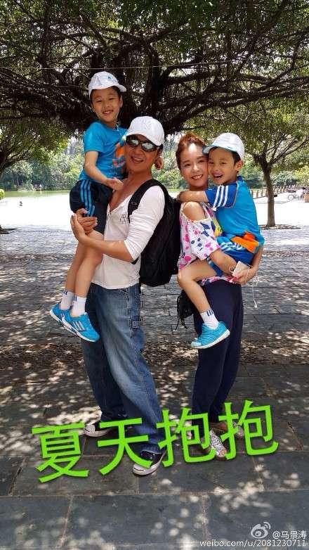 马景涛和妻子吴佳妮及两个儿子