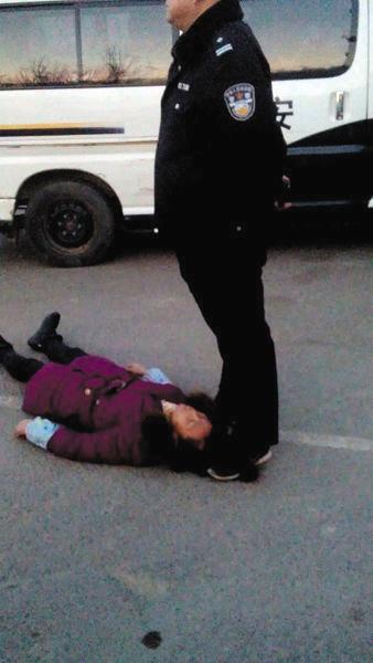 太原女民工讨薪死亡案庭审 警员承认打人 图