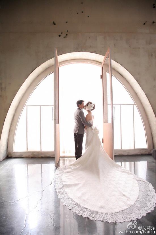 河莉秀与老公婚纱照