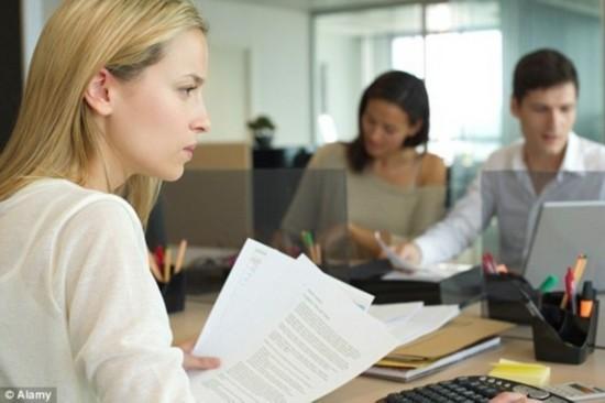 美女求职简历不该附照片?招聘者嫉妒或减少其面试机会