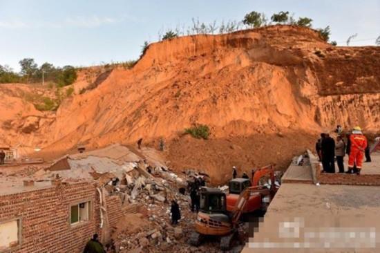 山西临县一村庄黄土崩塌已致4人遇难