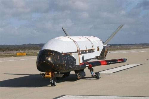 """美空军发射军用无人太空飞行器""""X37B""""(组图)"""