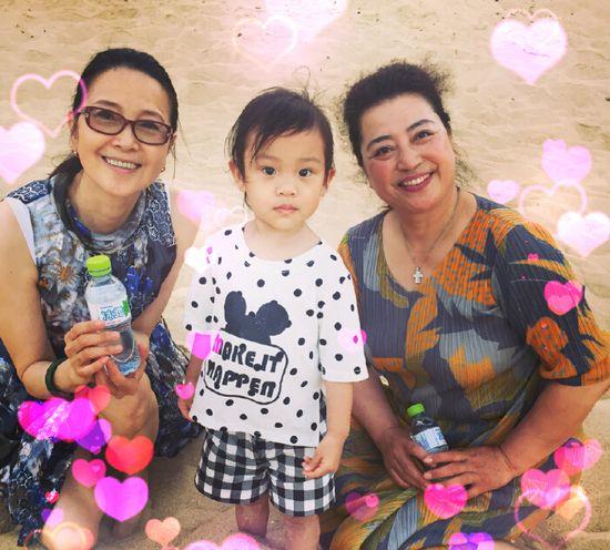 李小璐晒婆婆媽媽與女兒合影