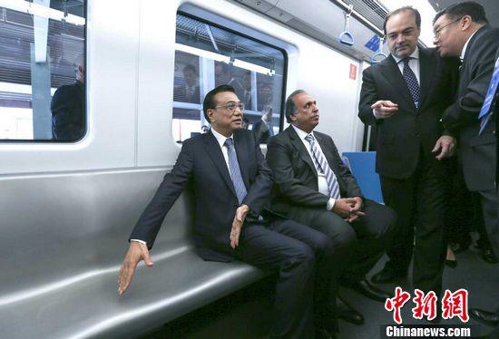 李克强在里约体验中国列车