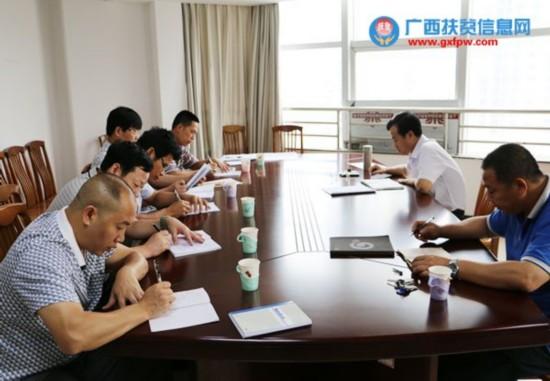 """防城港市扶贫办党组以专题党课形式启动""""三严三实""""活动"""