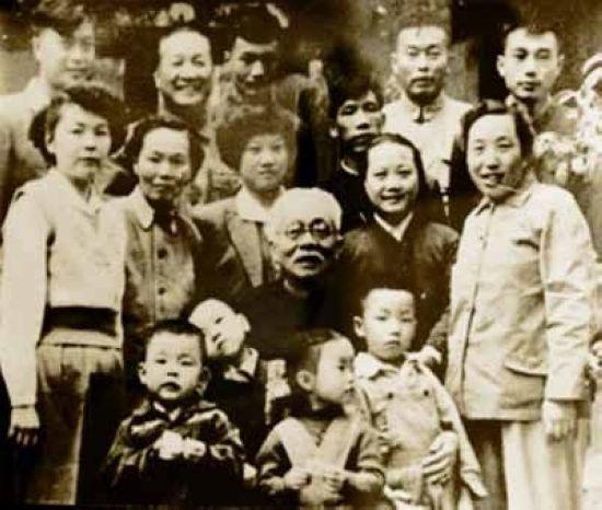 原标题:万里薄一波李鹏 中共40位领导人绝版全家福   原标...