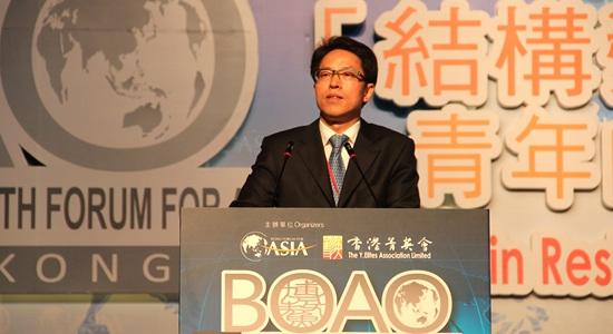 中联办主任寄语香港青年希望有包容胸襟自强心态