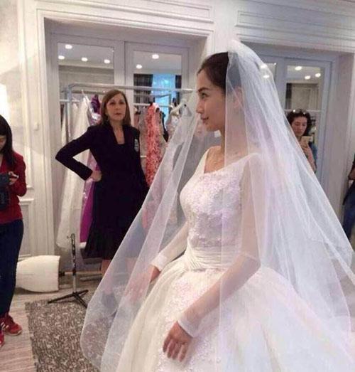 真的要婚了?网友目击黄晓明Baby法国拍婚纱照