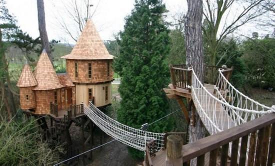 英国蓝森林公司设计的豪华树屋(网页截图)