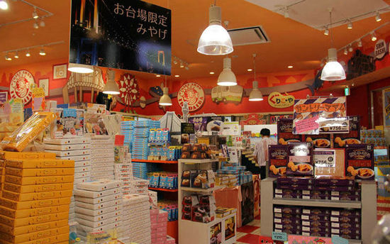 国人去日本购物,大多是认为日本的东西便宜而且质量好,到日本旅游消费真的就不会上当受骗吗?早前,中国游客在日本购物上当受骗的现象也是存在的。中国国家旅游局也曾向赴日中国游客发出警示,要提防低价团、免税店等陷阱。赴日购物,究竟还要警惕哪些陷阱呢?中国经济网时尚频道境外购物栏目整理了以下内容,供大家参考。