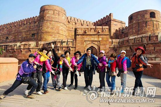 罗源旅游圈有个文艺大叔 每年组织大妈出国旅游