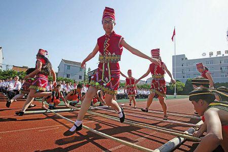 竹竿舞跳出民族情