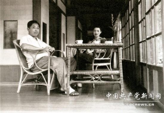 图为:1947年5月在井上温泉留影