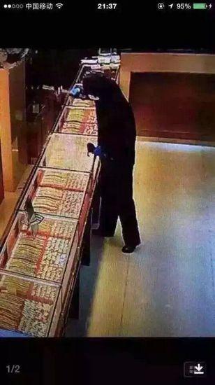 江苏宿迁老凤祥银楼遭抢劫嫌犯20秒抢走一公斤黄金