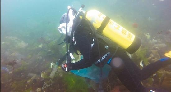 基隆海底宛如垃圾场海龟被指99%肚里有垃圾(图)