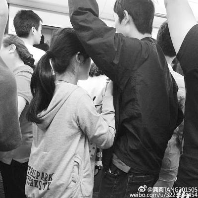 """武汉地铁女乞讨者:不给钱就对男乘客""""上下其手""""(图)"""