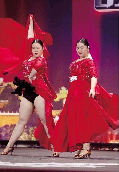 郑州胖姐妹痴迷舞蹈走红 负压追梦被赞励志