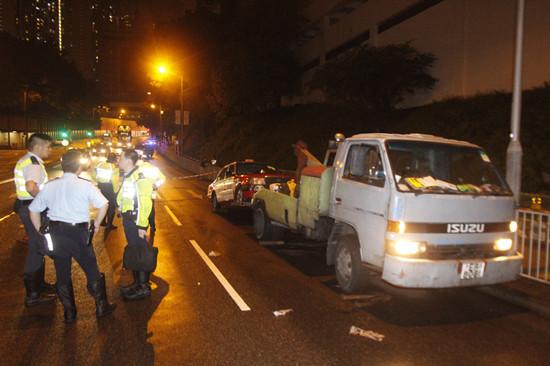 """香港唯一女拖车司机丧命女儿悼""""超人妈妈""""睡了"""