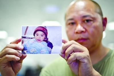 2岁儿子家门前玩耍失踪 父亲耗尽全部家产寻子