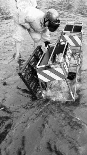 """老天""""疯狂倒水""""海口昨暴雨致12条街道积水"""