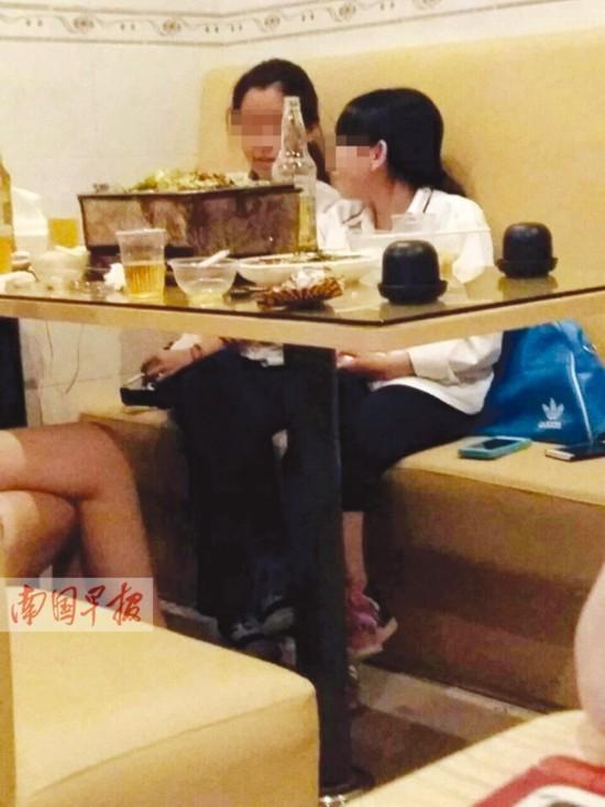 广西烟民呈年轻化趋势 中学生校外吸烟无人劝阻