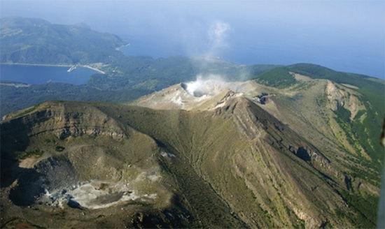 日本鹿儿岛县火山喷发 目前尚无人员伤亡