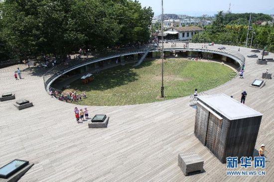 """探访日本富士幼儿园 教室围树而建""""无死角"""""""