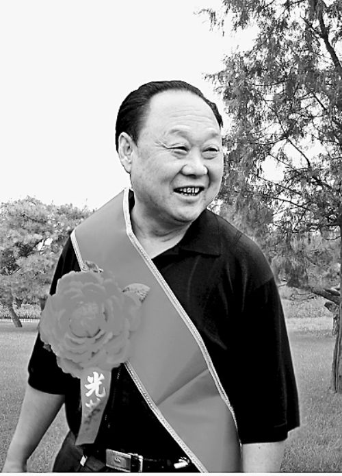 """73岁的老支书一生写94本日记 记录穷村变""""亿元村"""""""