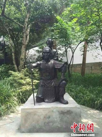 后裔为岳王庙捐岳母刺字铜身 望传承岳飞精神