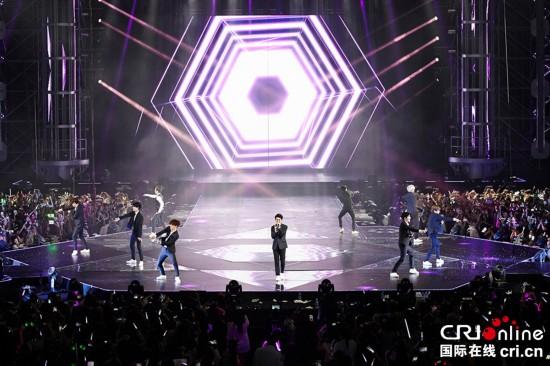EXO上海演唱会完美落幕 黄渤孙红雷罗志祥到场祝贺