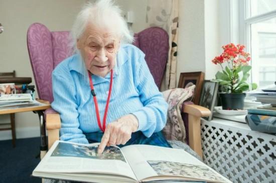 英国103岁老人透露长寿秘诀:不看电视