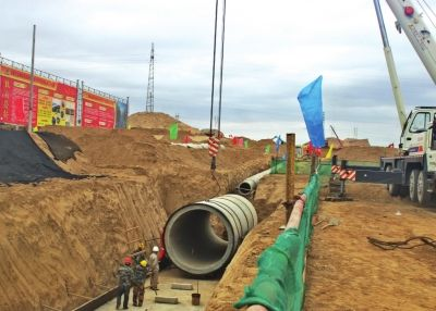 从兰州新区雨水管道工程施工现场了解到,自新区建设以来内径最大图片