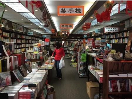 美国华人实体书店传递人情味受网购冲击小(图)