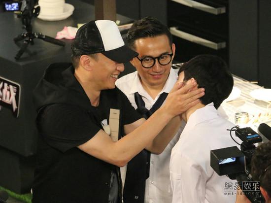 孙红雷张艺兴互动有爱。