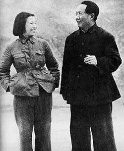 """江青在秦城监狱:坐牢也不失""""戏子""""本色"""