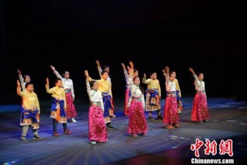 """中国儿艺用系列公益活动与孩子们共度""""六一"""""""