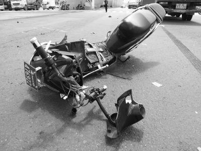 小货车电动车相撞 骑车男子当场殒命