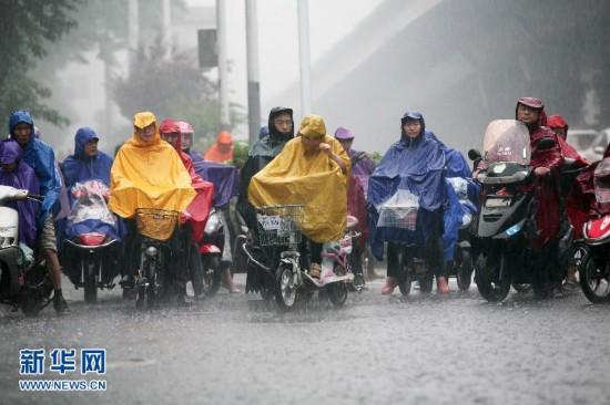 #(生态)(1)南方遭遇强降雨 中央气象台继续发布暴雨黄色预警