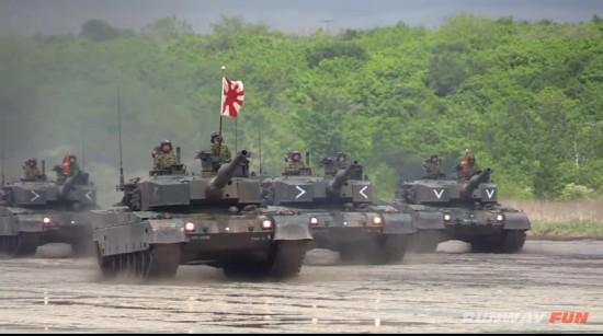 日本唯一坦克师团举行大规模阅兵式