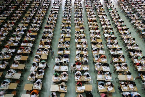 """外媒镜头下的中国高考""""大战"""""""